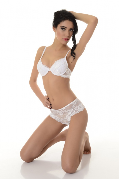 Stylish Ladies Set Lace Bra & Elegant Panties 5612 white
